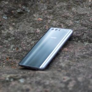 Huawei Honor 9: Omenakansan houkutin lippulaivaluokkaan